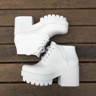 Groovy white platforms