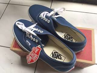 Vans authentic navy sz 8 BNIB