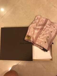 LV 絲巾