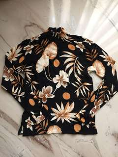 New! Turtle neck knit floral black