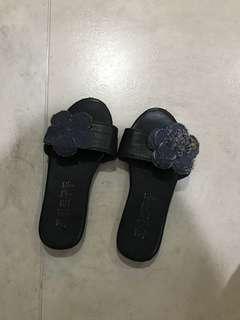Sandal kulit bunga Chanel