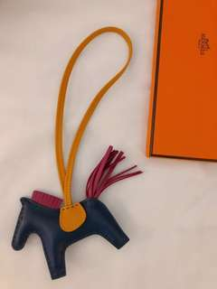 Hermes Rodeo Charm PM size 藍 x 桃紅