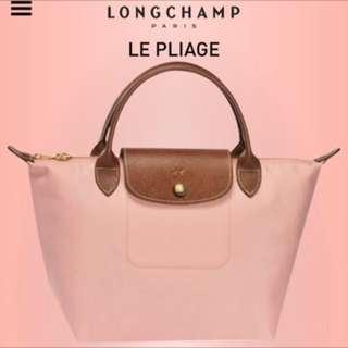 Longchamp 小水餃包⎠現櫃上還在賣喲