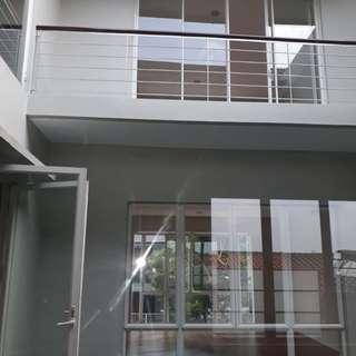 DISEWAKAN Rumah Minimalis Modern, 3 Lantai, Swimming Pool di CILANDAK
