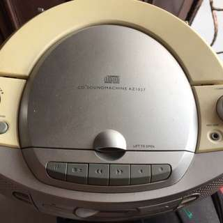 Philips portable CD/Cassette/Radio player AZ1027