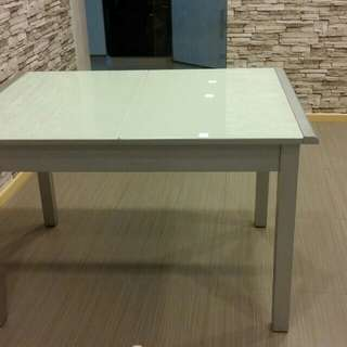 Dining Table ~ extendable, see below info