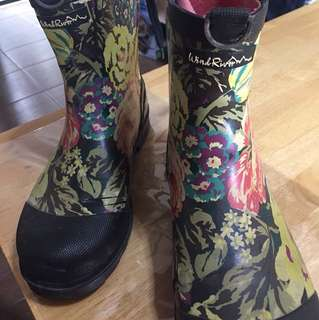 Rain boots Size 10 female