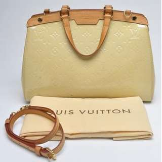 AUTHENTIC LOUIS VUITTON  Brea MM Monogram Vernis Blanc Corail