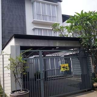 DIJUAL, Rumah 3 Lantai, Strategis di CILANDAK