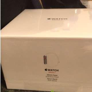 Apple Watch S3 不鏽鋼錶殼配淺白色運動錶帶