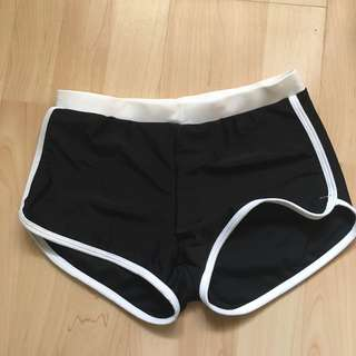 黑白運動短褲 泳衣料 貼身 yoga pants workout pants swimsuit hotpants