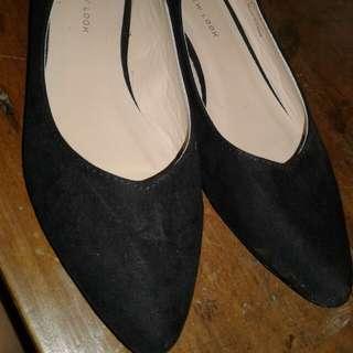 Sepatu hitam new look