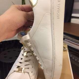 🚚 Michael Kor 皮的小白鞋 35.5