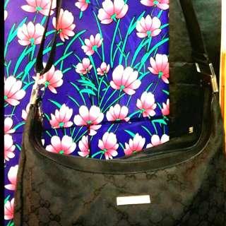 經典Gucci斜揹袋(大size超新淨不議價)