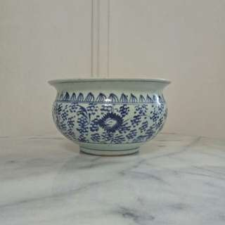 Qing period blue and white porcelain pot with underglaze blue painting height 12cm diameter 21cm