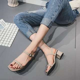 Hollow open-toe sandals female 2018 summer new Korean word buckle with thick with Roman shoes