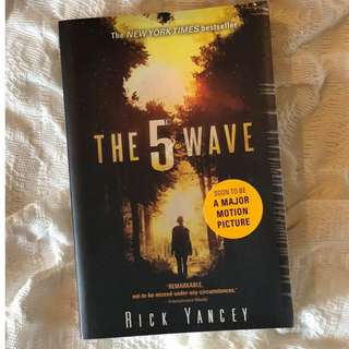 The Fifth Wave by Rick Yancey paperback