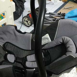 Baby Car Seat + carrier baby 2 in 1