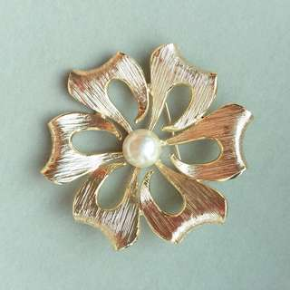 1960s Vintage Pearl Floral Brooch. Unsigned
