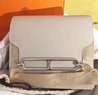 正品 全新 Hermes Roulis 23 奶昔白銀扣斜揹袋