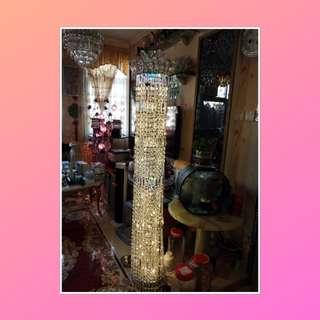 座地水晶燈,高 度170 cm 非常正常 新買差唔多要兩萬元