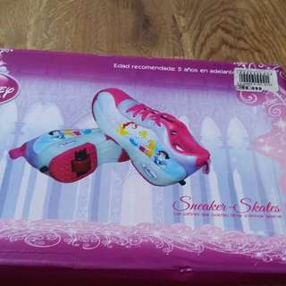 (Preloved like new condition) Sneaker skates, merk. Disney, motif Frozen, size 36 (insole 23cm)