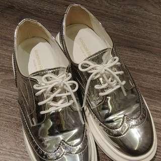 韓國閃銀色休閒鞋(38號size)
