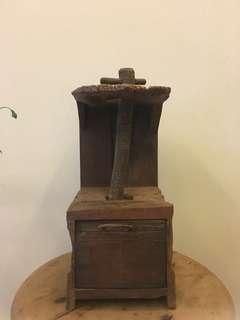 手做木器 用途是放卷形紙巾,有小櫃桶。高30cm 罕有物品 個人珍藏