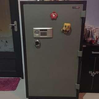 Safety Box (brangkas)