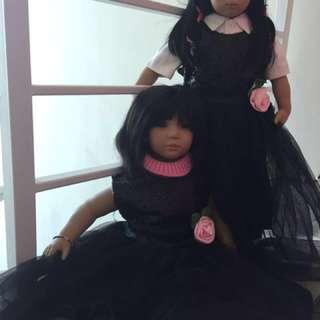 Boneka seperti anak manusia