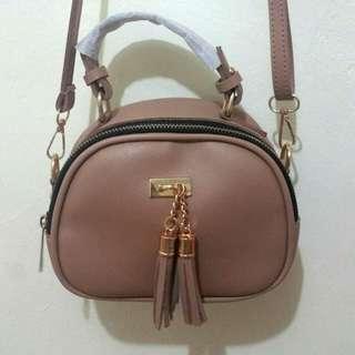 Tas Slempang / Sling Bag Krem dengan Tassel