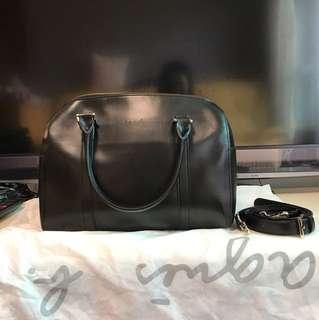 日本牌子agnis b 黑色附長帶手挽袋,99%新,原價四千