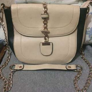 Pre loved Gold plated Chain Shoulder Bag (Cream)