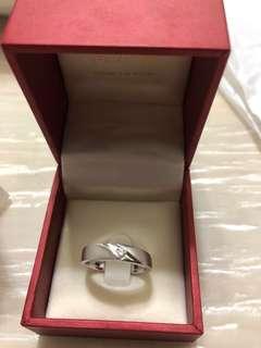 周大福白色黃金鑲天然鑽石戒指