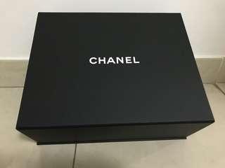 Chanel Box 磁石盒、附送書仔