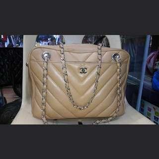 Preloved Chanel tote bag