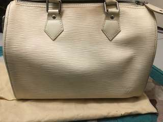 Authentic Louis Vuitton epi leather white vintage 25' inch