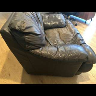 Single leather arm chair/sofa lounge