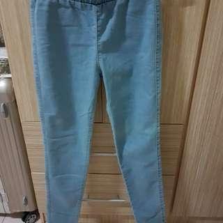 🚚 日本帶回GU淺色彈性窄管褲 小腳褲 M號