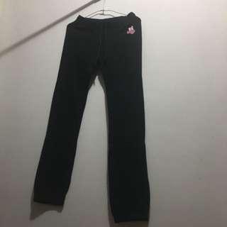 🚚 正版迪士尼米妮圖案二手女生運動黑色長褲小孩尺寸14號 158cm以上