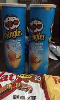 Pringles cheddar and sour cream