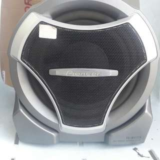 Selling this brand new woofer