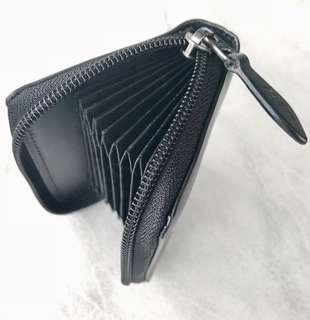 Card holder zipper