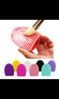 Silicone cleanser scrubber for brushes