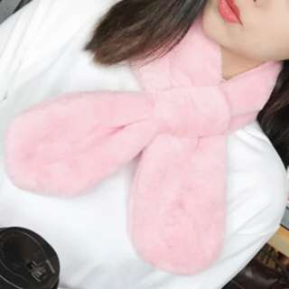 🆕 BNIB Korean style ladies scarf (furry plush padded neck warmer)