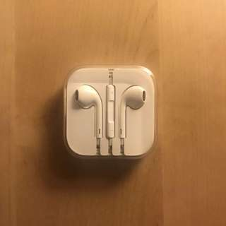 BNIB Apple iPhone Earphones with 3.5cm Jack