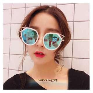 CAT EYE HIPSTER sunglasses on pict 👓