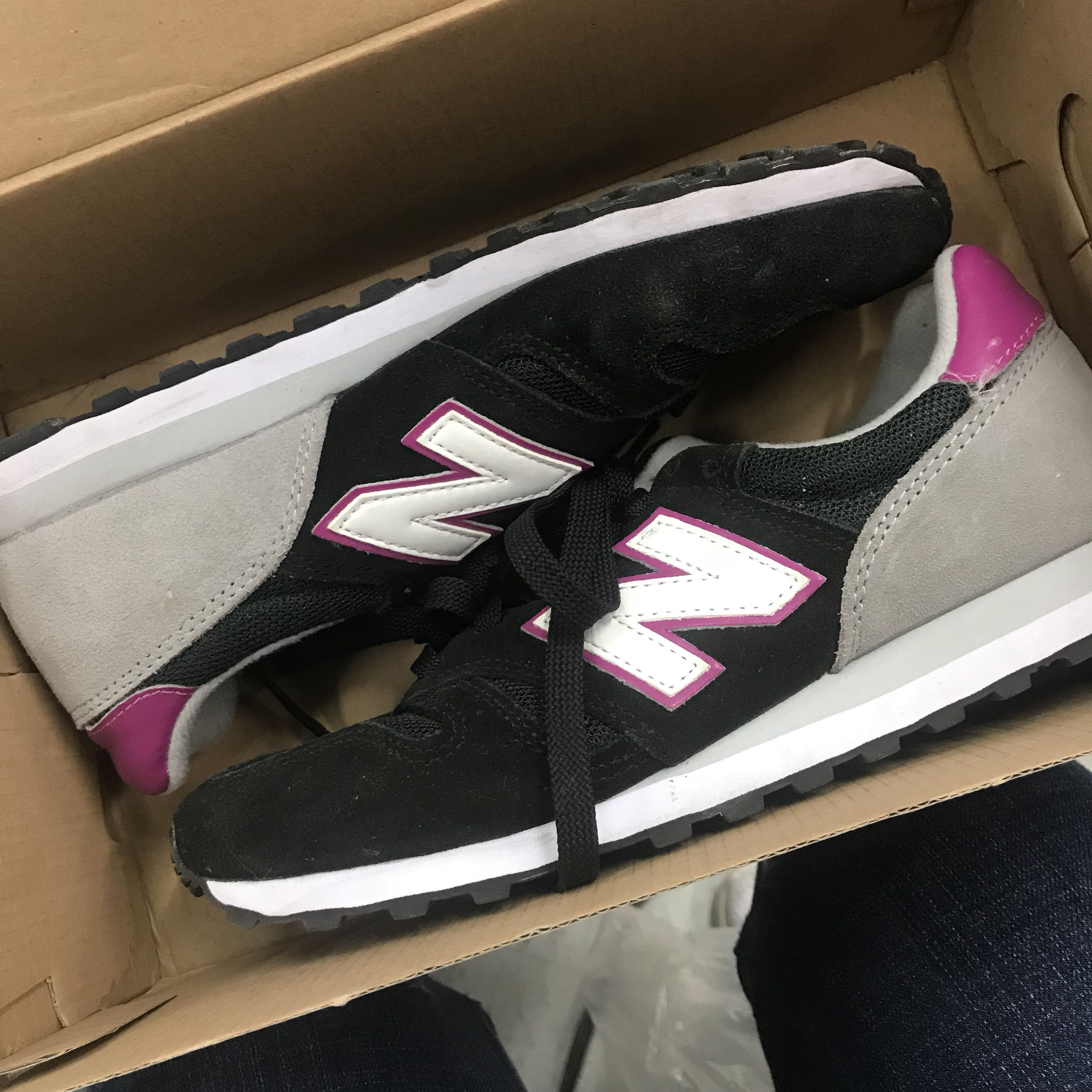 Auth New Balance Sneakers