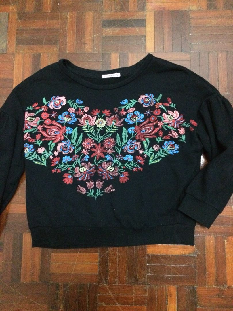 Black Floral Embroidery Top
