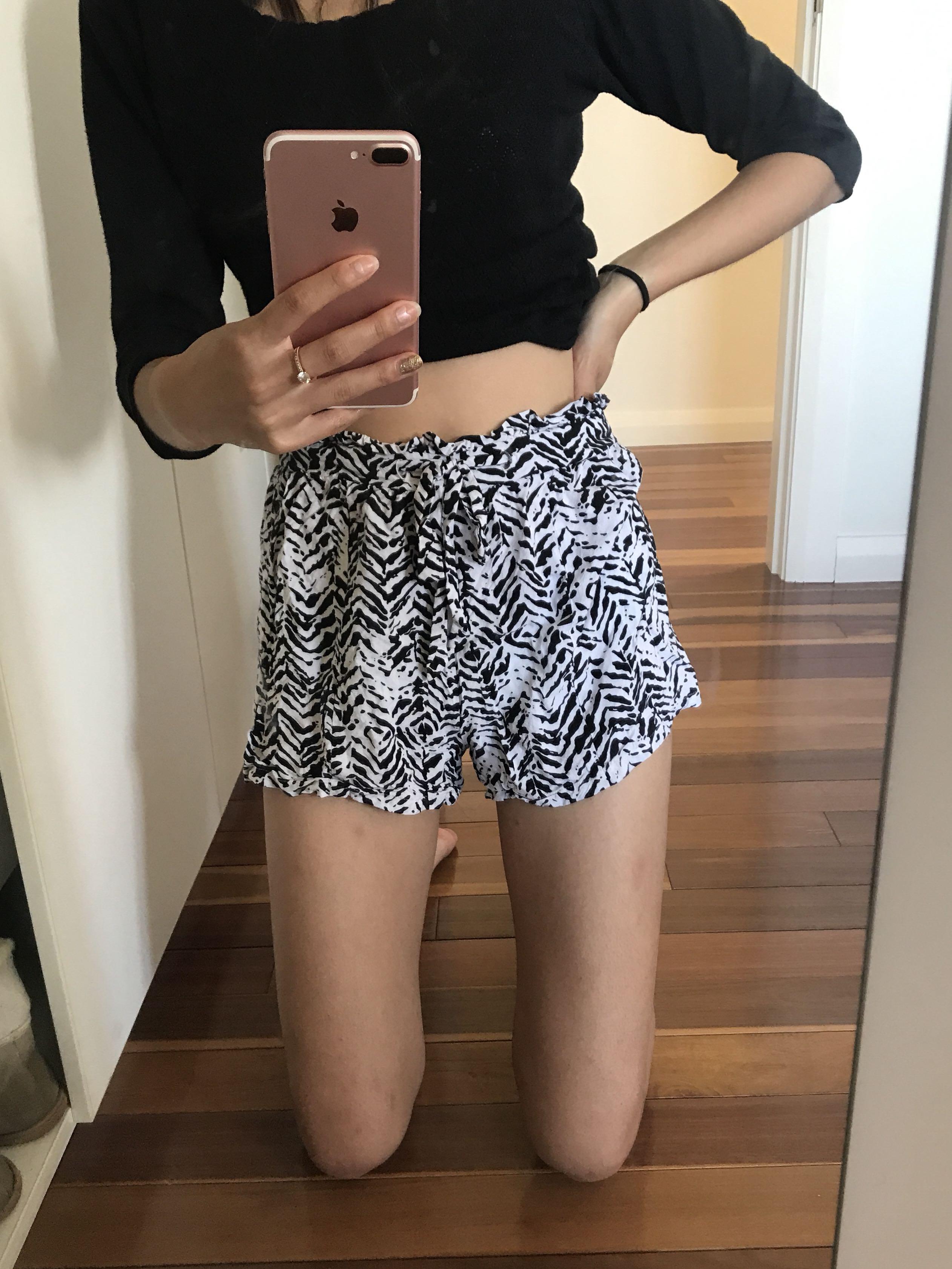 Dotti striped zebra elasticated waist shorts size 8